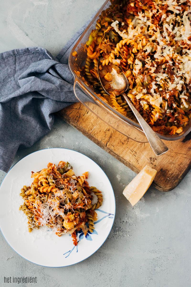 pasta uit de oven met prei, paprika en gehakt