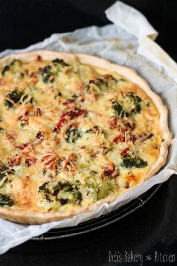 Quiche met broccoli en gerookte kip