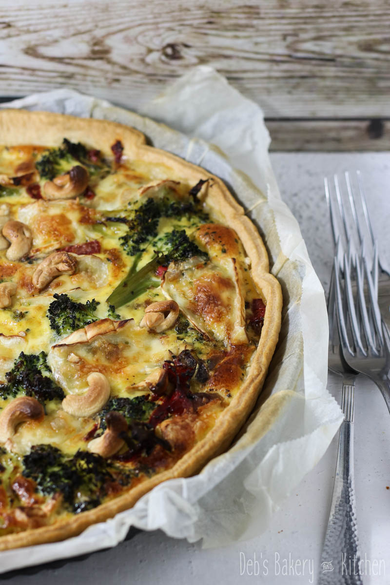 quiche met broccoli, paprika en cashewnoten