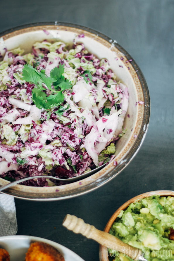 crispy kipgehaktballetjes met coleslaw