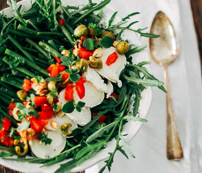 Salade met gestoomde haricots verts, paprika en geitenkaas