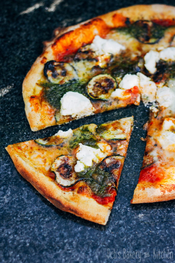 pizza met courgette, ricotta en pesto