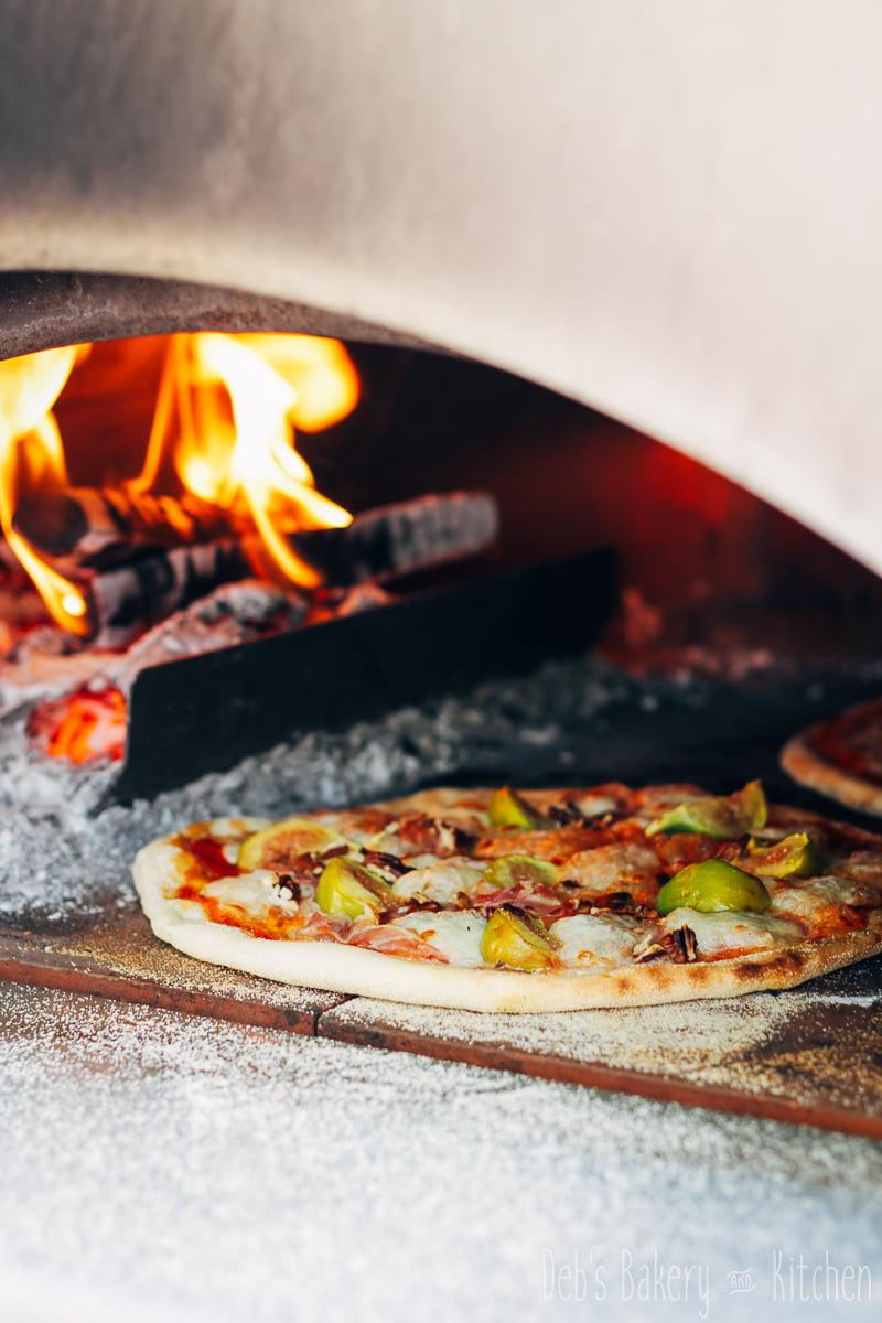 Pizza met vijgen, pancetta en pecannoten
