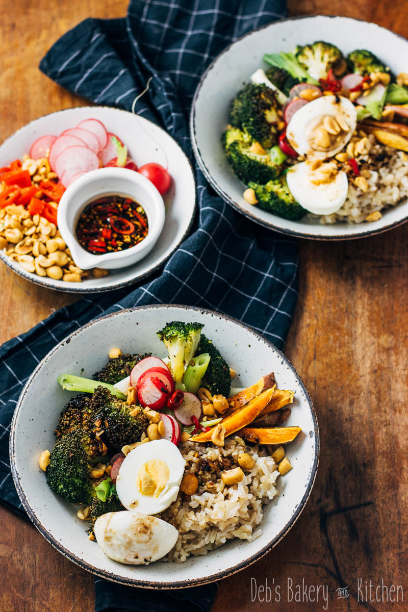 buddha bowl met broccoli en zwarte knoflookdressing