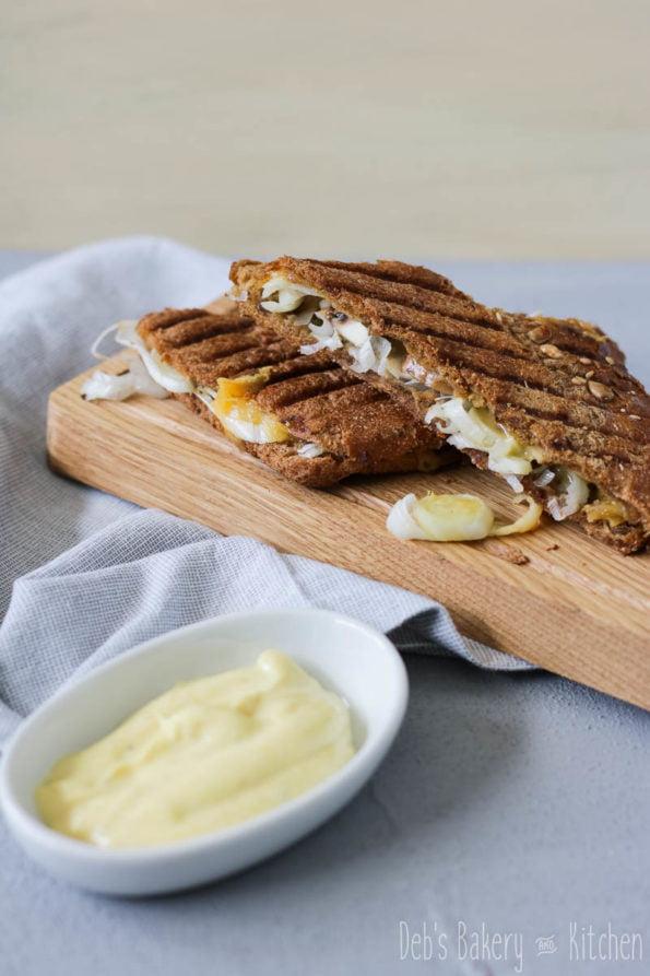tosti prei, champignons en oude kaas met kerrie mayonaise