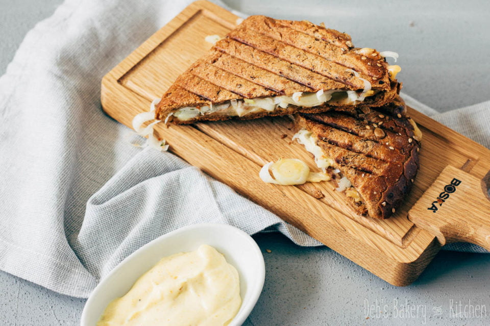 Tosti prei, champignons en oude kaas met kerriemayonaise