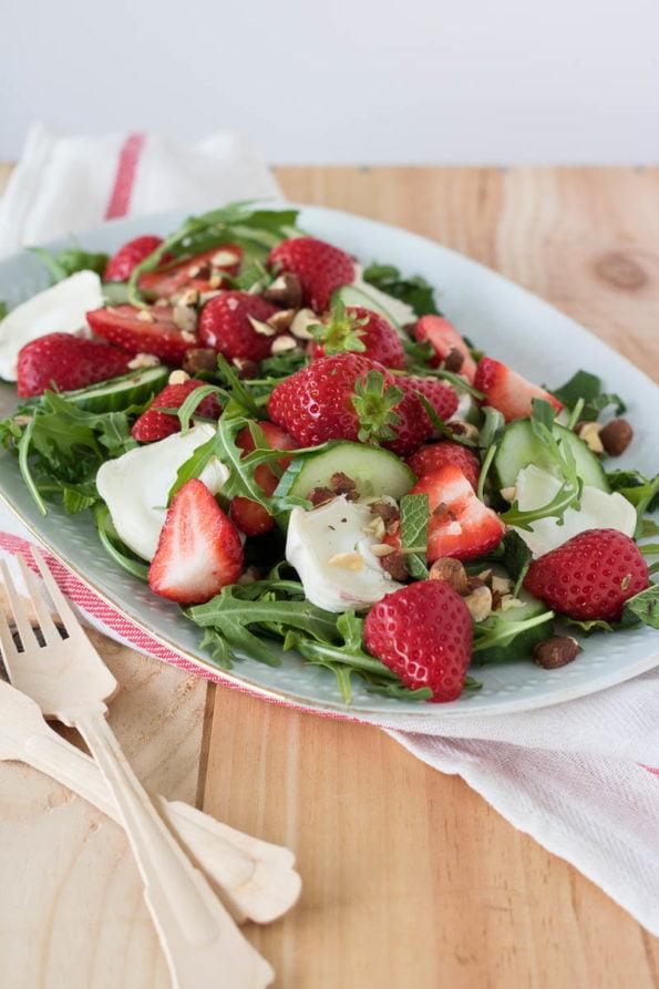 Salade met geitenkaas en aardbeien