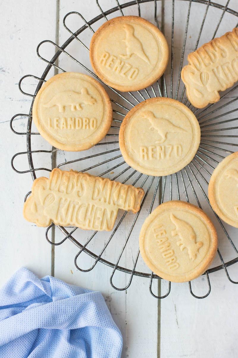 koekjes bakken en versieren met een stempel