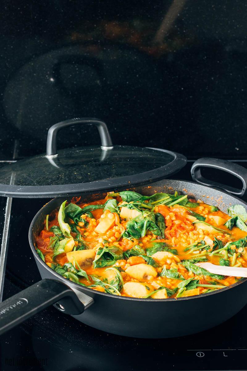 zoete aardappel linzen curry met spinazie