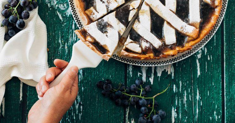 Druiven crostata of taart met druivenjam