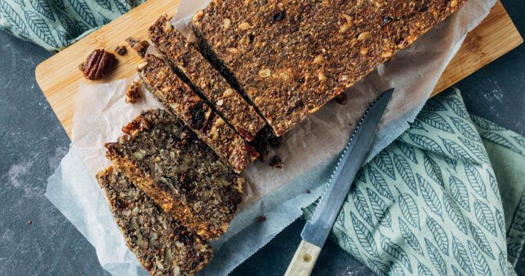 Glutenvrij pecannoten brood met pruimen en rozijnen