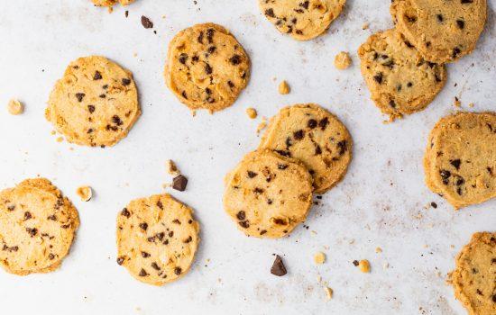 Shortbread koekjes met hazelnoten en chocolate chips