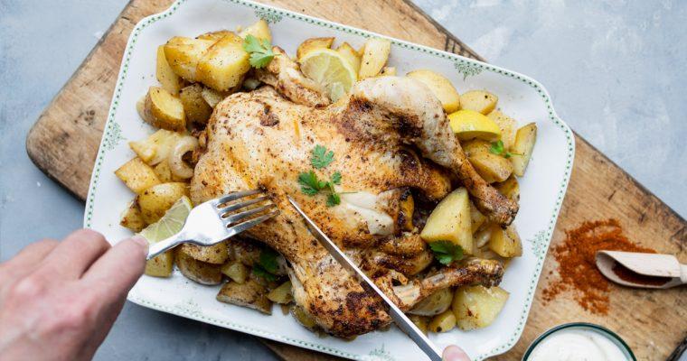 Kip met baharat, ingelegde citroen en aardappels uit de oven